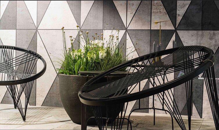 Ausschnitt Beispielterrasse mit Bounce Chair und Outdoor Tapete, Giardina