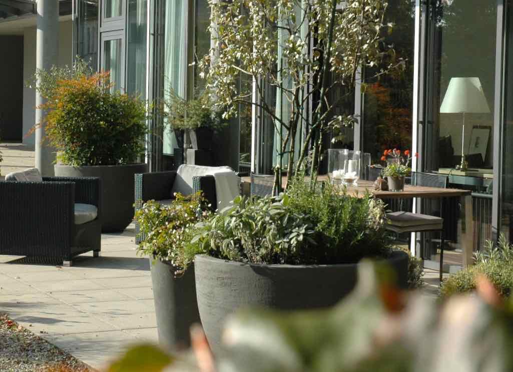 Parterre-Wohnung mit Garten, MFH