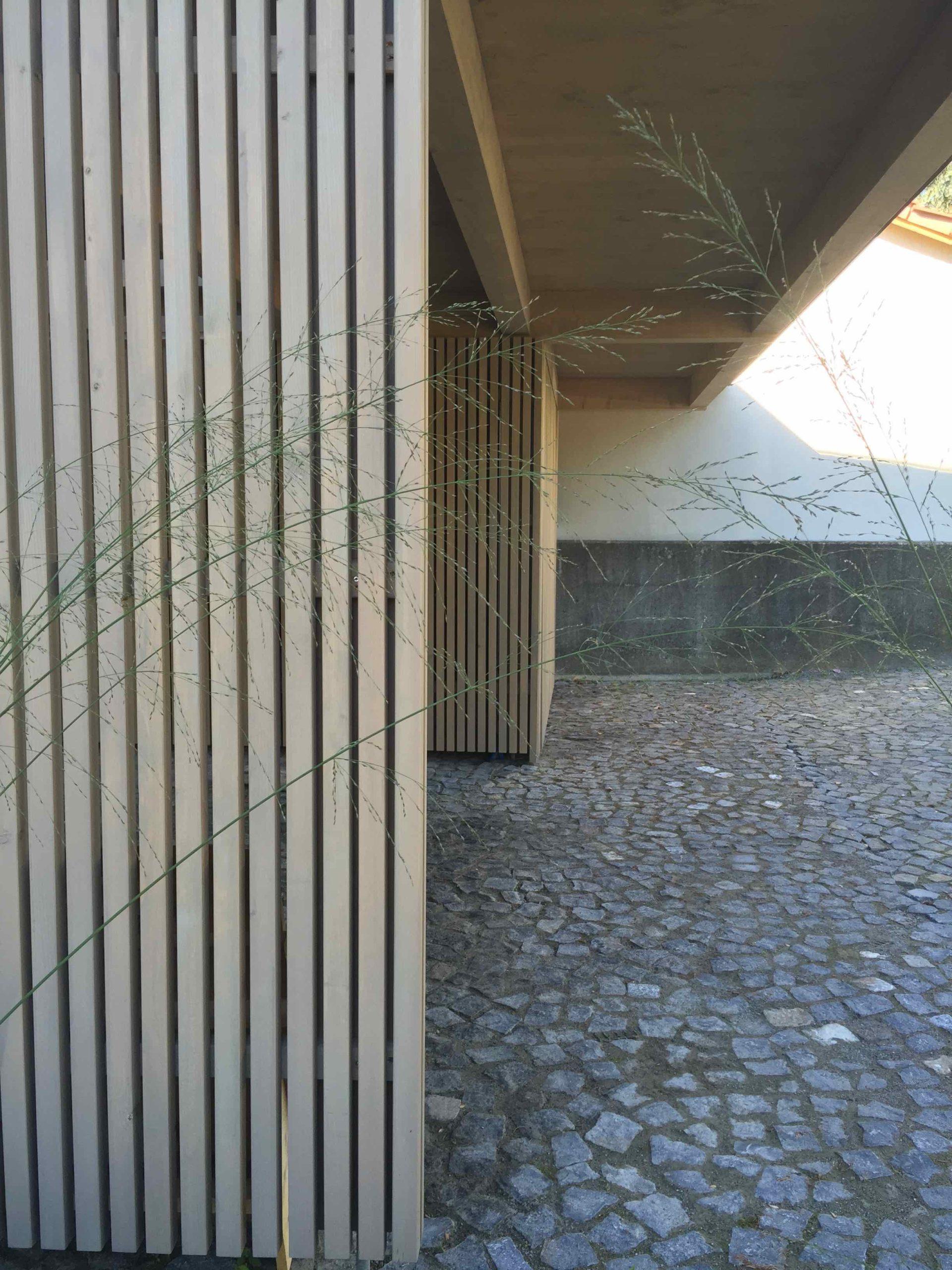 Guber Naturstein zum modernen Holzbau