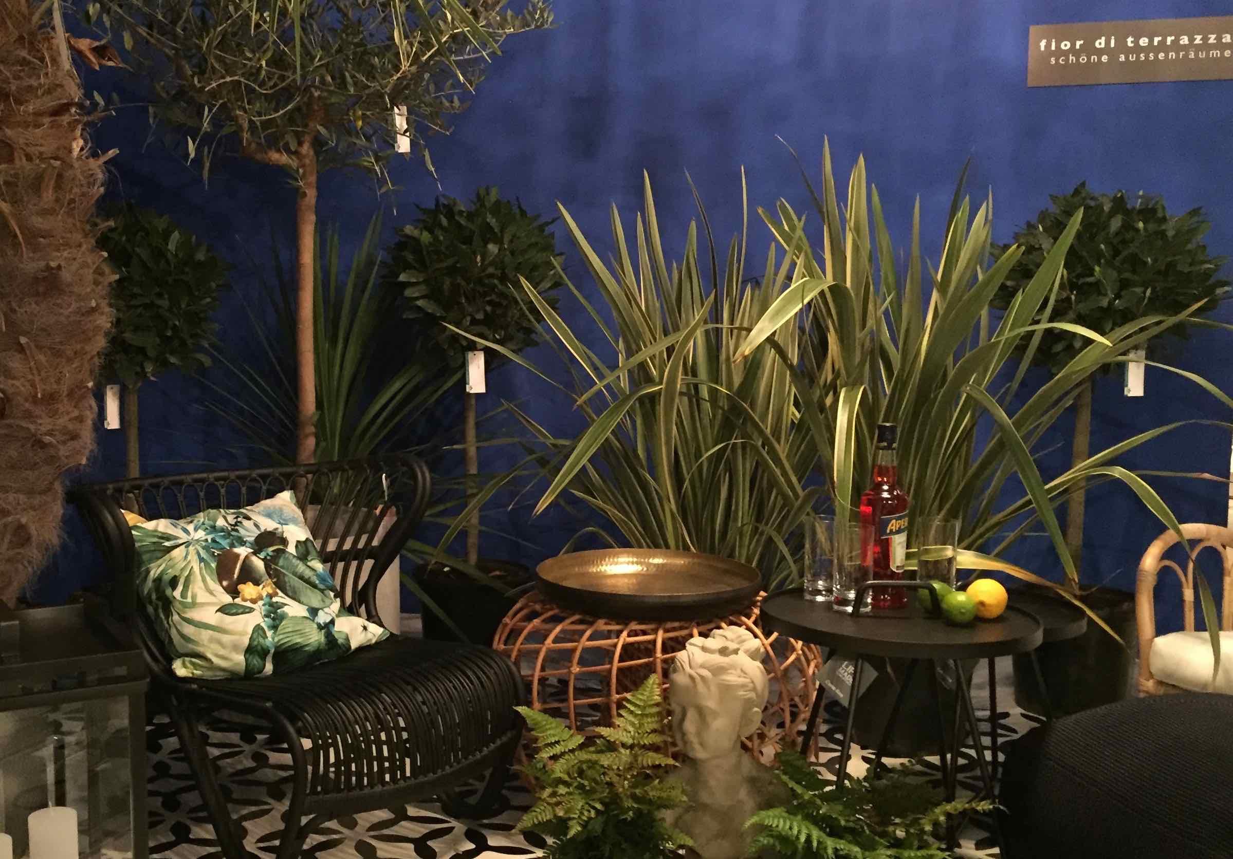 Wintergarten in Ultramarinblau, verglast